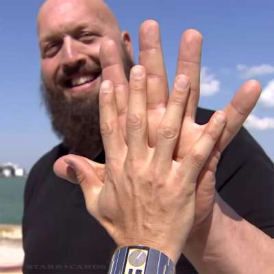The Big Show's hand is more than twice as big as that of a normal adult man