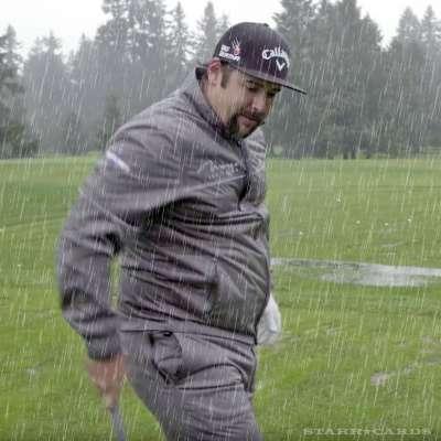 Andres Gonzales golfing in the rain