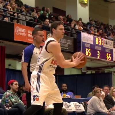 Jimmer Fredette leads the Westchester Knicks